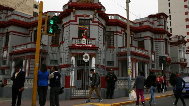Governo do Peru expulsa embaixador venezuelano do país