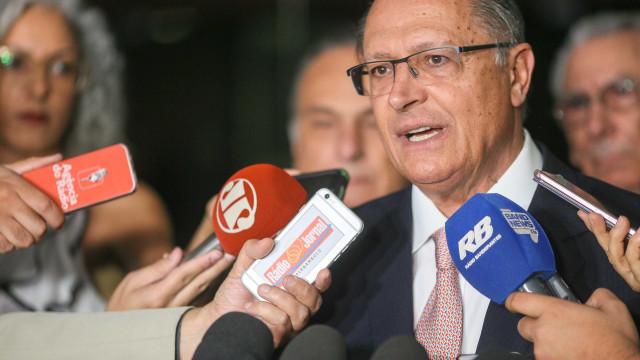 Em gafe, Alckmin ignora Temer como presidente paulista
