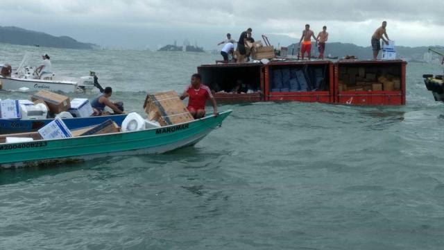 Onze pessoas foram presas por  saquear carga de navio no mar de SP