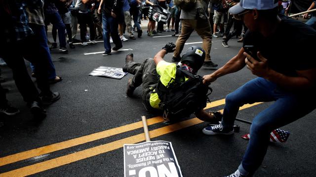 Confrontos nos EUA deixam três mortos; cronologia dos acontecimentos