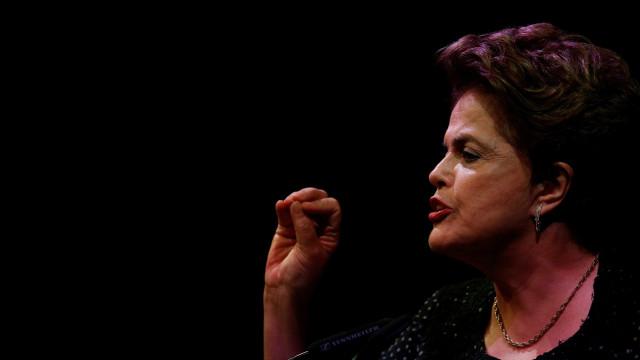 Dilma critica reforma política em velório do ex-marido