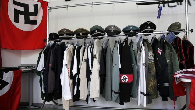 Turista americano leva soco após fazer saudação nazista na Alemanha