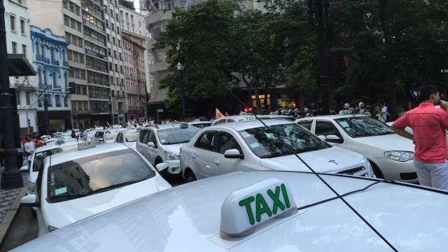 Jovem mata taxista, alega assédio e depois muda versão