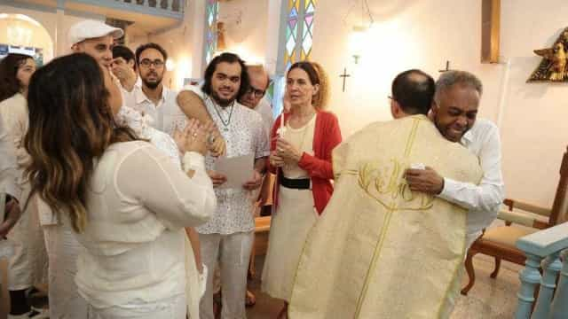 Preta Gil compartilha fotos do batizado coletivo da família