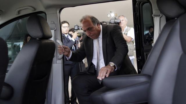 Pezão promete agilizar pagamento de pensão a viúvas de policiais