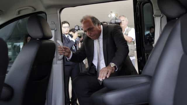 Pezão prevê gasto de R$ 2,51 milhões com jatinho e vira alvo do MP