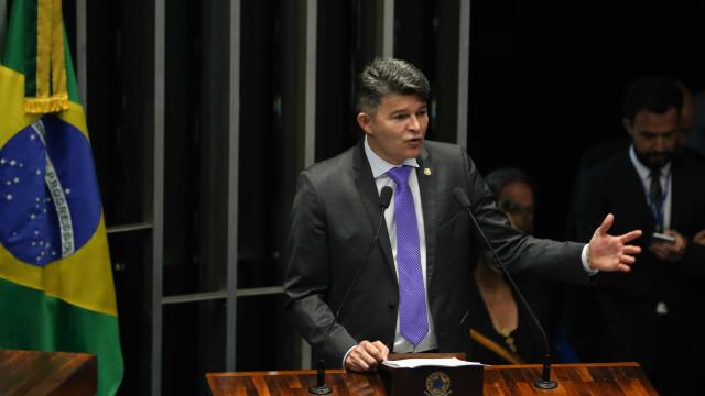 Aparelhamento do Estado feito pelo PT paralisou o país, diz senador