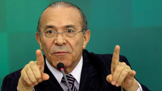 Governo reduz a 2,5% previsão para PIB, diz Padilha