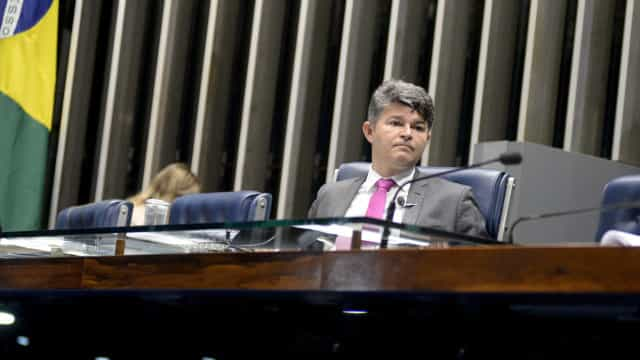 Brasil está ficando muito chato, diz senador em congresso do MBL