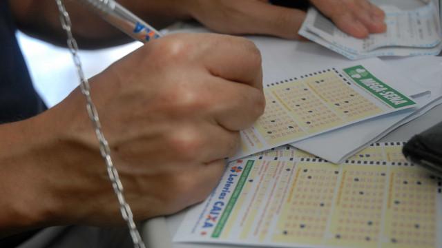 Ninguém acerta números da Mega-Sena e prêmio acumula em R$ 43,5 milhões