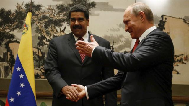 Putin financia regime de  Maduro, diz líder da oposição russa