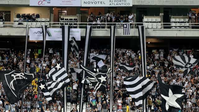 Botafogo fecha com ex-Santos e aguarda clube mexicano por reforço
