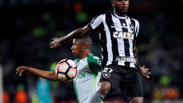 Palmeiras pagará R$ 5,6 mi em luvas para ter zagueiro do Botafogo