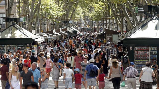 Um ano depois, Barcelona recorda vítimas de atentado