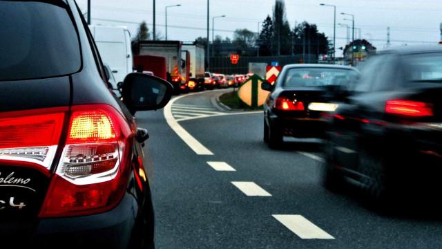 Rompimento de adutora gera transtorno no trânsito e desabastecimento