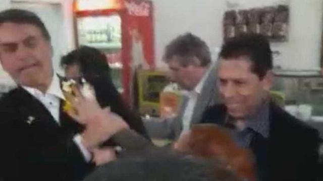 Jair Bolsonaro leva ovada em cafeteria no interior de SP