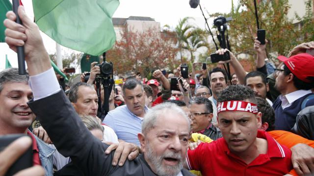 Lula é  recebido com festa por militantes na Bahia