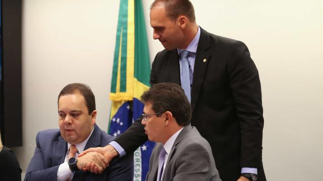 Eduardo Bolsonaro: 'Se vagabundo tentar tomar minha arma, meto bala'