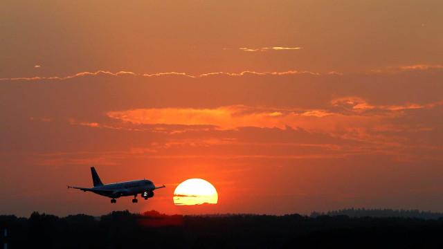 Dois morrem ao cair de avião comercial que ia do Equador para os EUA