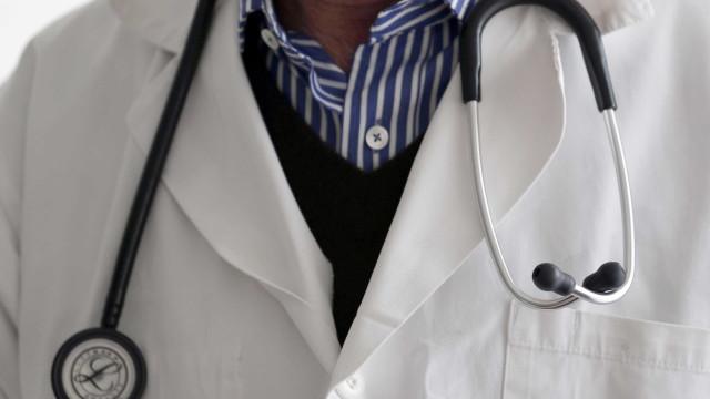 Falso médico é preso com carimbo personalizado e arma em MS