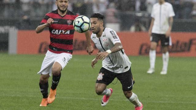 Corinthians perde do Vitória em casa e sofre 1ª derrota no Brasileirão