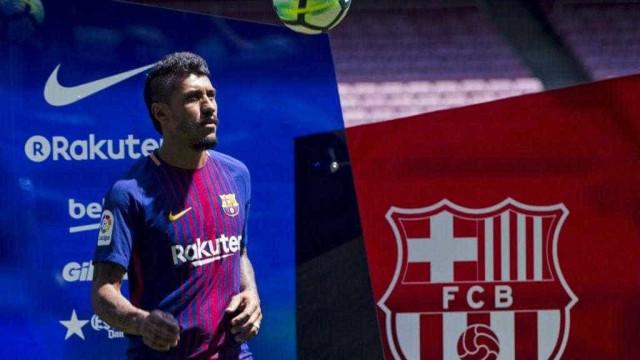 Sem ter contrato regularizado, Paulinho fica fora de jogo do Barcelona