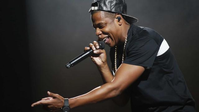 Jay-Z faz homenagem a Chester Bennington durante show no Reino Unido