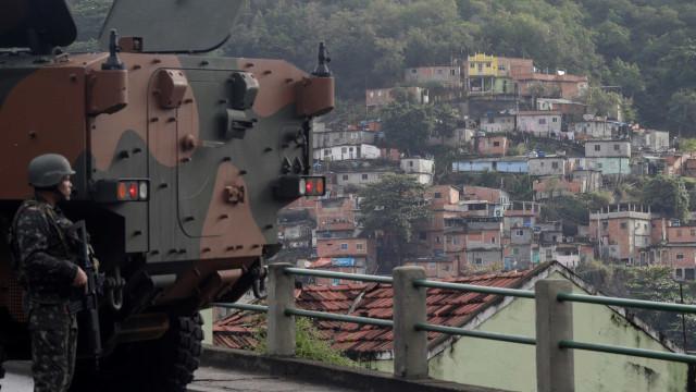 Secretaria vai apurar tiros de policiais em direção a UPP no Rio