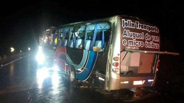 Quatro pessoas da mesma família morrem em acidente na Dutra