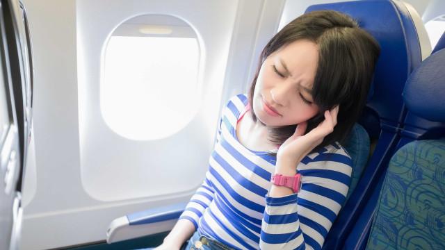 Por que os ouvidos entopem ao andar de avião? Descubra