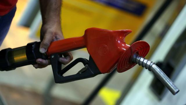 Petrobras anuncia redução de 0,84% no preço da gasolina nas refinarias