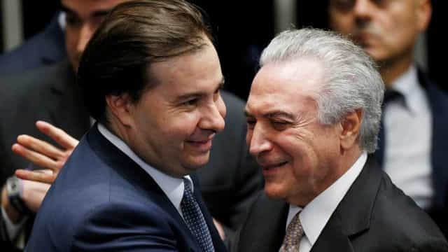 Analisar impeachment de Temer seria 'querer parar o Brasil', diz Maia