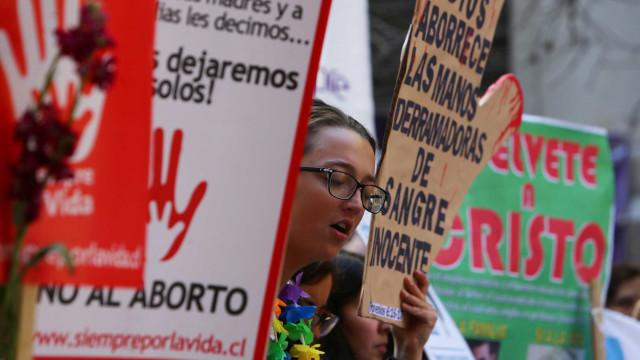 Em meio a manifestações, Chile aprova descriminalização do aborto