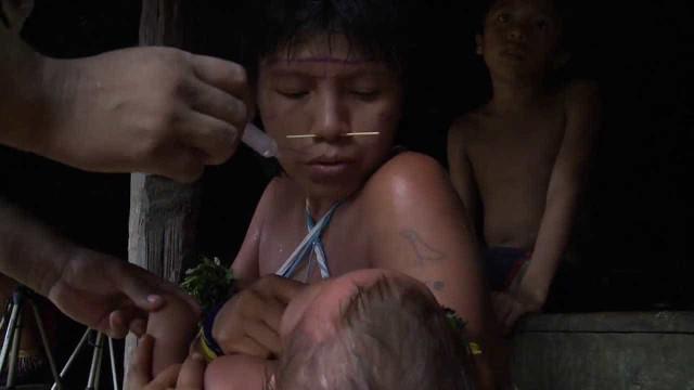 Índios isolados são vacinados em campanha da FAB