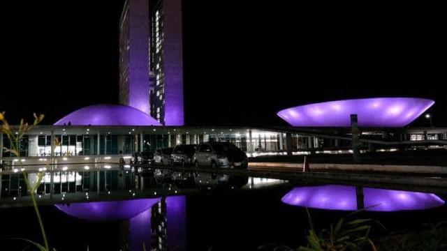 Campanha de incentivo ao perdão pinta Congresso de violeta