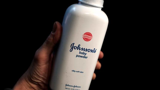 Johnson & Johnson é condenada a pagar US$ 417 mi por talco cancerígeno