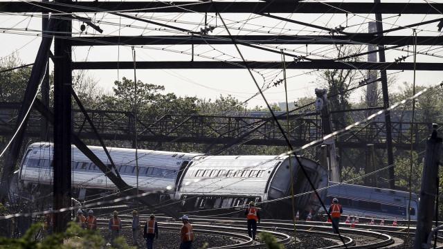 Acidente com trem deixa 42 feridos na Filadélfia