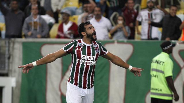 Henrique Dourado marca duas vezes e Flu vence o Atlético-MG