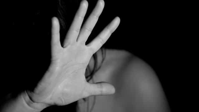 Levantamento mostra que 25% das mulheres vítimas de tiro morrem em casa
