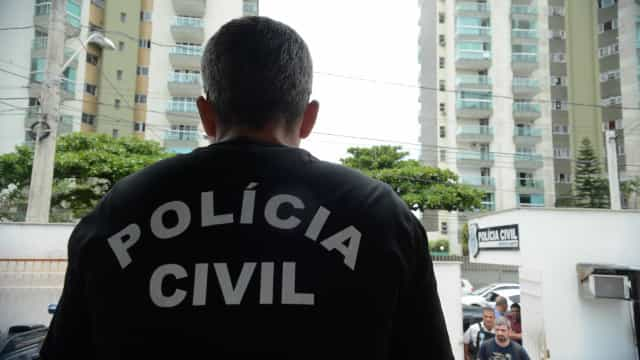 Policiais são alvos de mandados de prisão por sequestro e corrupção