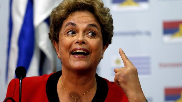 'Conta de luz estratosférica', alerta Dilma sobre venda da Eletrobras