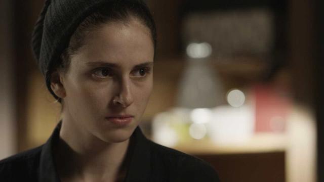 Em 'A Força do Querer', Ruy encontra seringa de Ivana