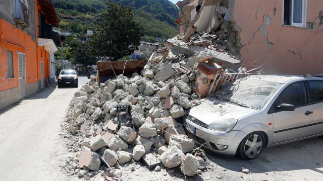 Procuradoria pode investigar crime em tremor em ilha italiana