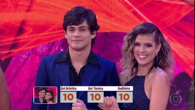 Lucas Veloso faz sucesso com 'Dança dos Famosos': Selfies todo segundo'