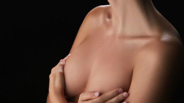 Câmara aprova projeto que garante plástica reparadora de mama pelo SUS