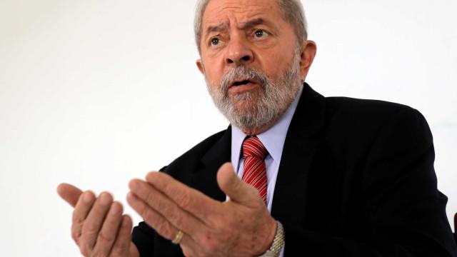 'Até quando vão me perseguir?', diz Lula em discurso para militantes