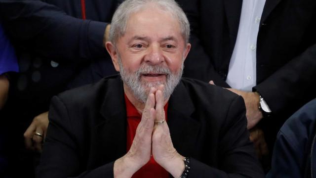 Lula vê 'fragilidade' e diz que Bolsonaro 'tem direito' a se candidatar