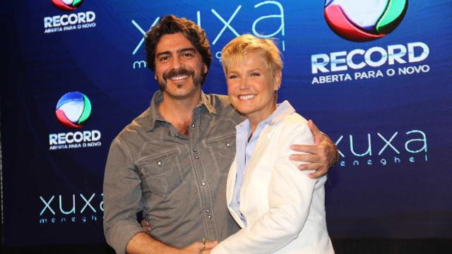 Xuxa se derrete em posts românticos parabenizando o namorado