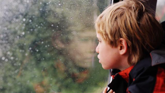 Famílias vão à Justiça para que planos paguem terapia para autismo
