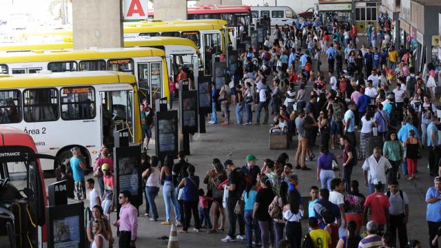 Rodoviários do DF aceitam propostas e suspendem ameaça de greve